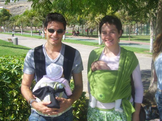 Otro papá canguro y Cesu con Sienna...